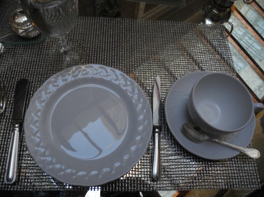 Silver white and mirror table setting