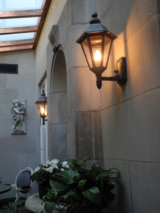 alcove in the courtyard of The Jefferson Hotel